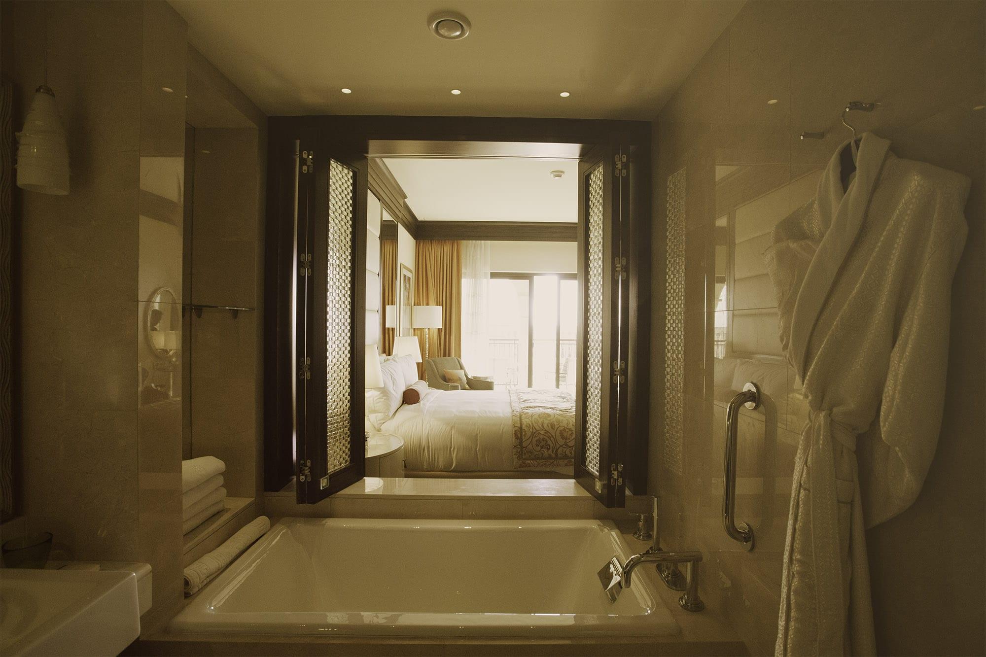 Ritz Carlton Abu Dhabi Grand Canal | Bathroom