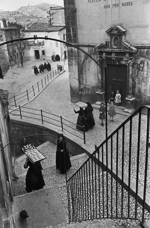 ITALY. 1951. Abruzzi. Village of Aquila.