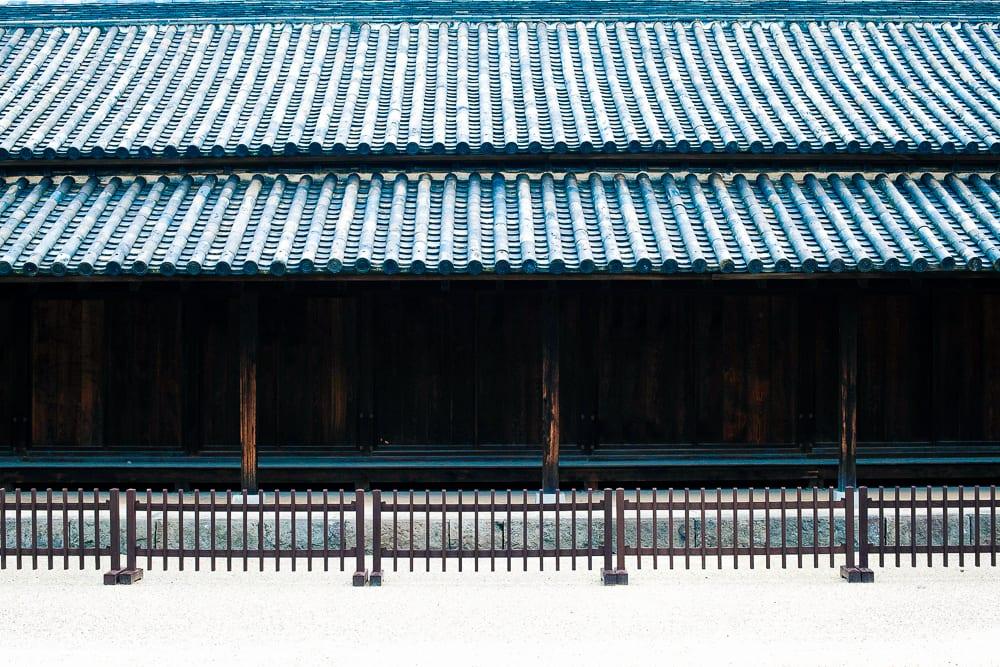 Decluttering Your Home | Decluttering Your Life |Marie Kondo's 5 DIY Japanese decluttering tips from ThePassportlifestyle.com